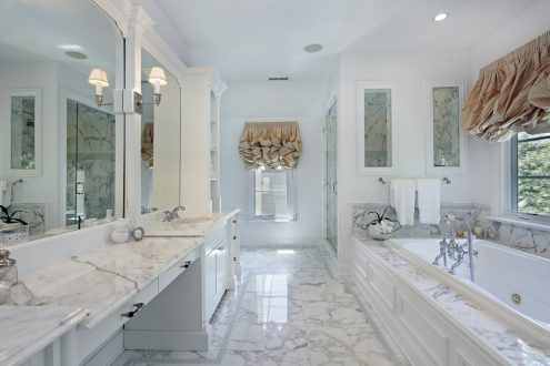 bright and airy bathroom design idea
